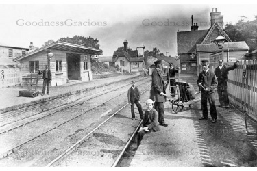 bet_144_station_c1895__harry_grantham_seated_8-22