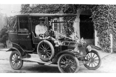 wes_96_mr__shepherd_in_his_taxi_at_the_wotton_hatch